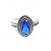 Piękny pierścionek srebrny z szafirem
