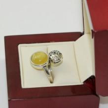 Pierścionek srebrny z naturalnym bursztynem