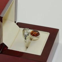 Pierścionek srebrny z prawdziwym bursztynem