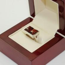 Pierścionek srebrny z bursztynem regulowany