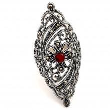Pierścionek srebrny z markasytami rubinowy