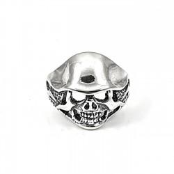 Sygnet srebrny z czaszką