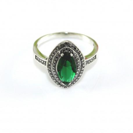 Piękny pierścionek srebrny Szmaragd